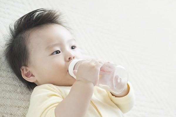 Cách trị táo bón ở trẻ sơ sinh an toàn