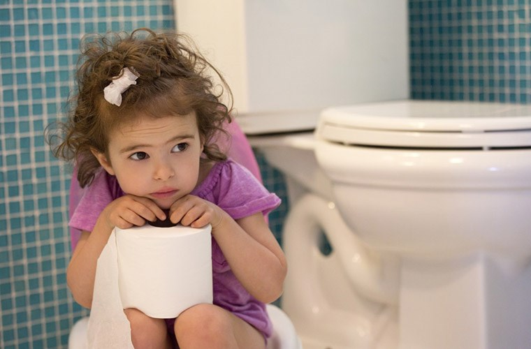 Image result for trẻ em bị táo bón lâu ngày