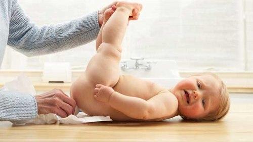 Trẻ sơ sinh bị rò hậu môn: Làm sao nhận biết và điều trị