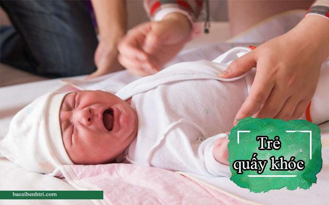 trẻ sơ sinh bị rò hậu môn