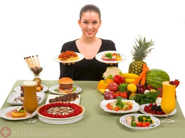 nên chia thành nhiều bữa ăn nhỏ để tránh táo bón