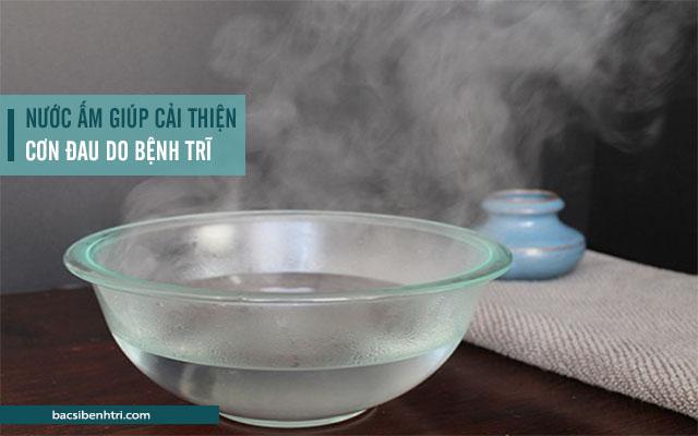 sử dụng nước ấm giúp làm giảm sưng đau hậu môn