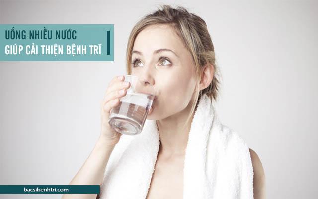 bổ sung nước để cải thiện các triệu chứng của bệnh trĩ